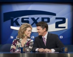Cheryl Hines & John Michael Higgins in The Ugly Truth