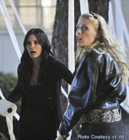 Courteney Cox & Busy Philipps in Cougar Town
