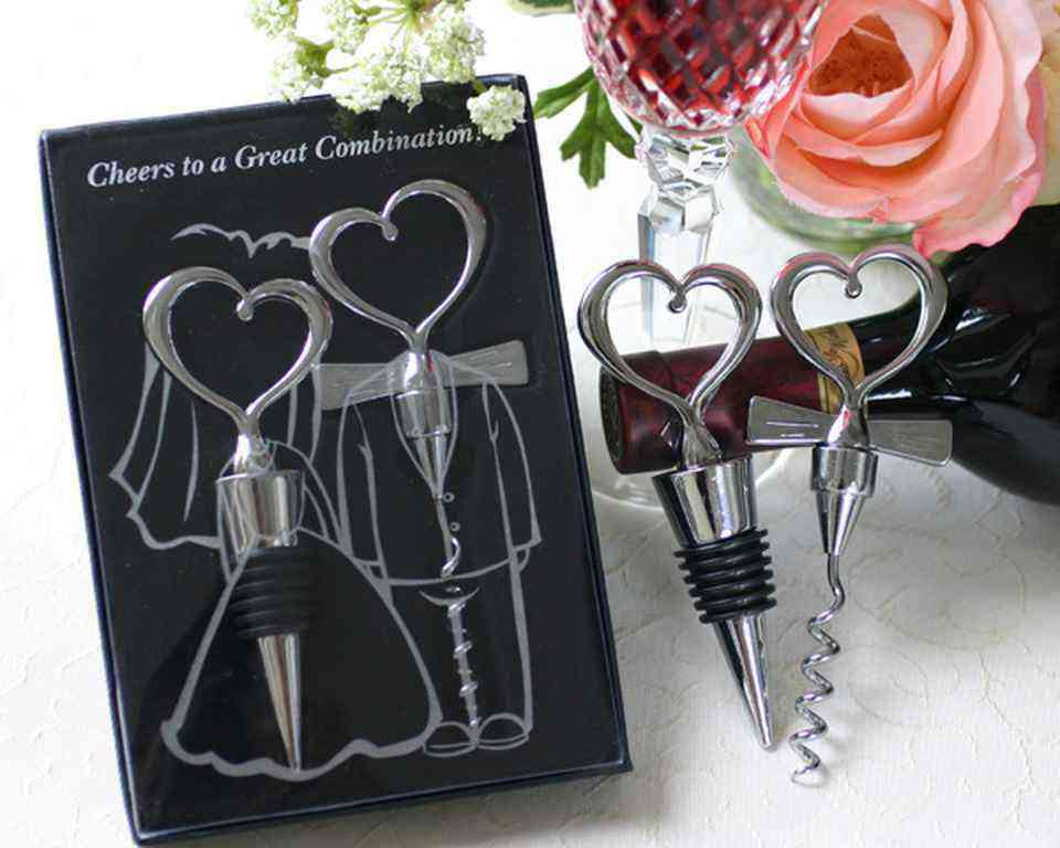 Gift For Guests At Wedding: Romantic Decoration