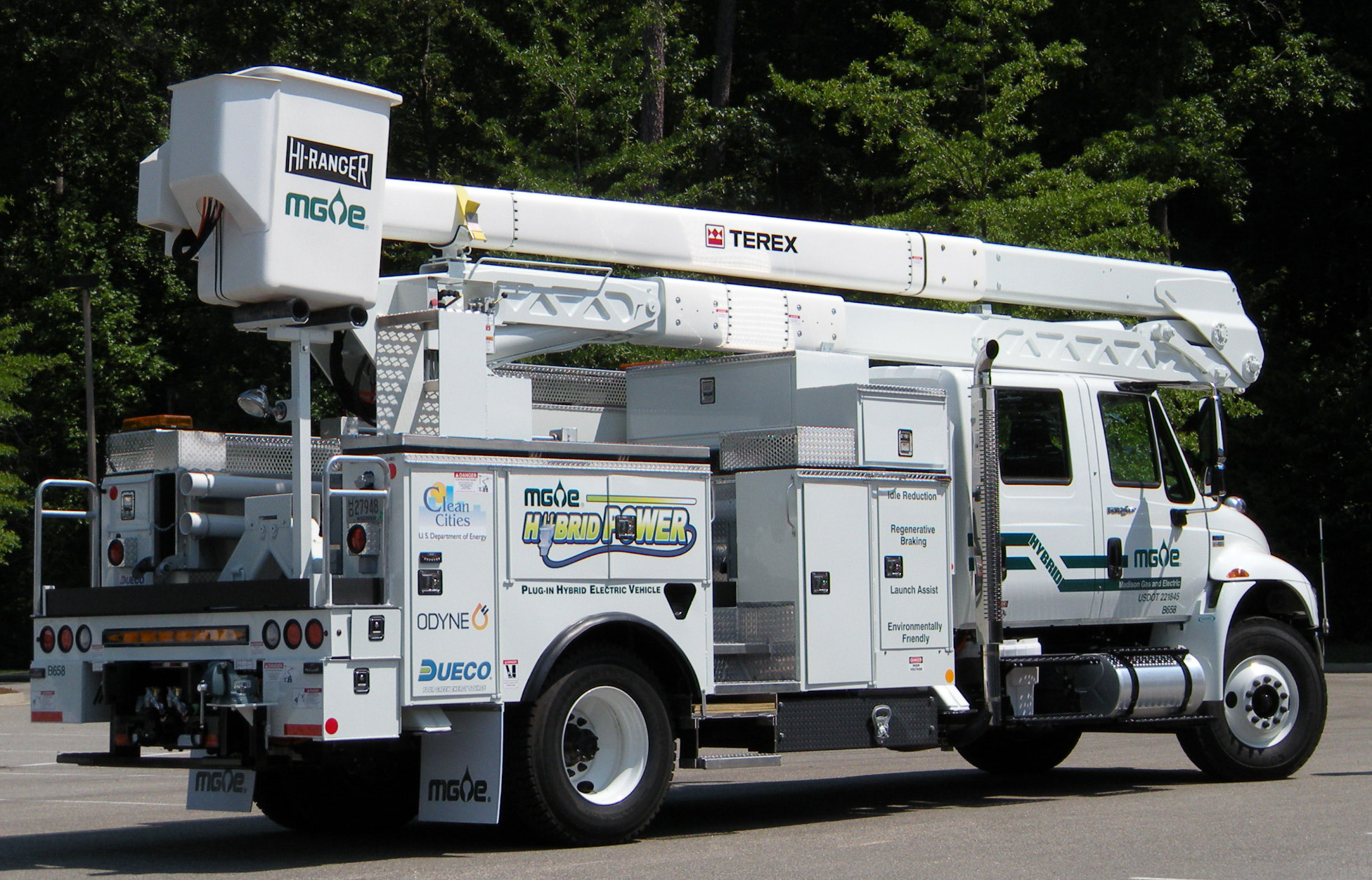 Hybrid Pickup Truck >> Go Green...Madison Gas & Electric Chooses Plug-In Hybrid for Fleet - PR.com