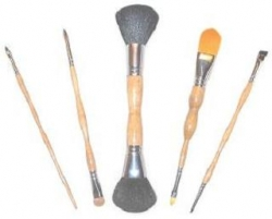 The Artist Brush, Launch Cosmetic Brushes to Aid Relief of Carpal Tunnel Symptoms