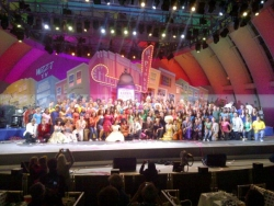 "Los Alamitos Show Choir Explodes Into Audience During Finale of ""Hairspray"" at the Hollywood Bowl"