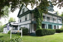 Mt. Philo Inn Opens to Weekend Visitors