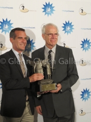 A Gift to the City of Los Angeles Mayor Eric Garcetti Receives Sculpture