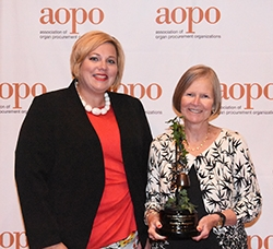 Marilyn Pongonis of Columbus, Ohio Receives Communications Award from Organ Donation Association