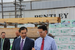 Wisconsin Gov. Scott Walker Touts Small Business at Bentley World-Packaging Visit