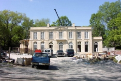 OneStoneWorld Inc. Supplied the French Limestone to the Exquisite Nashville Home of US Collectors Marlene & Spencer Hays