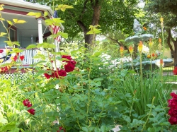 2017 April Showers and Flowers Spring Bed and Breakfast Package at Holden House