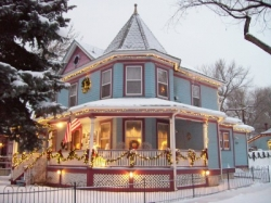 Holiday Shop, Stop and Stay Discounts and Gift Certificate Value-Added Specials at Colorado Springs' Holden House 1902 Bed & Breakfast Inn