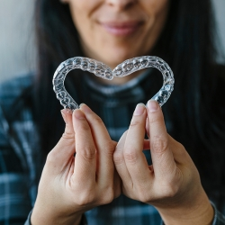 US-based Six Month Smiles Tackles Leading DIY and Clear Aligner Manufacturers Head-on
