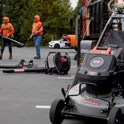 Oregon 120V Professional Series(TM) Grows with 21