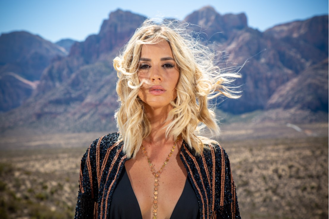 Las Vegas Photographer Christian Purdie Uses Off-Camera Flash for Daytime Photo Session