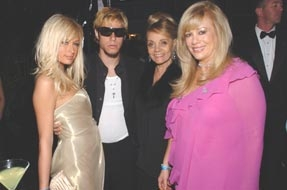 Paris Hilton, Paris, his mom, & Daphna Ziman at the  6th Annual Children Uniting Nations Oscar Party 2005