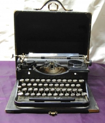 "Historic Typewriter from ""Papa"" Ernest Hemingway Up for Sale"