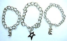 Fashion chain bracelet with assorted pattern decor at center
