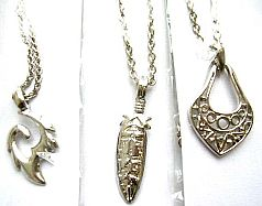 Fashion chain necklace with assorted design metal pendant decor at center, assorted design randomly