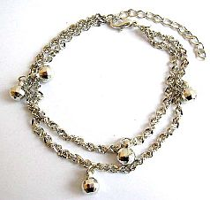 Fashion anklet in double twisted chain design with multi faceted jiggle bells pattern decor