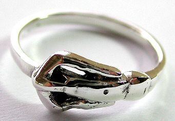 Sterling silver ring with carved-out pattern decor at center