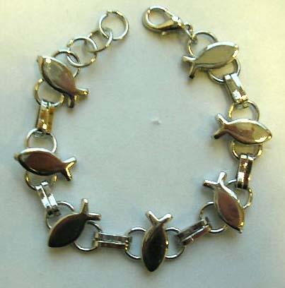 Fashion bracelet in multi fish on circle pattern design