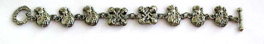 Fashion bracelet with skull pattern and toggle clasp