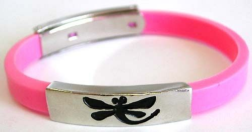 Slide rubber bracelet wholesaler supply assorted color sliding charm bracelet with black dragonfly p